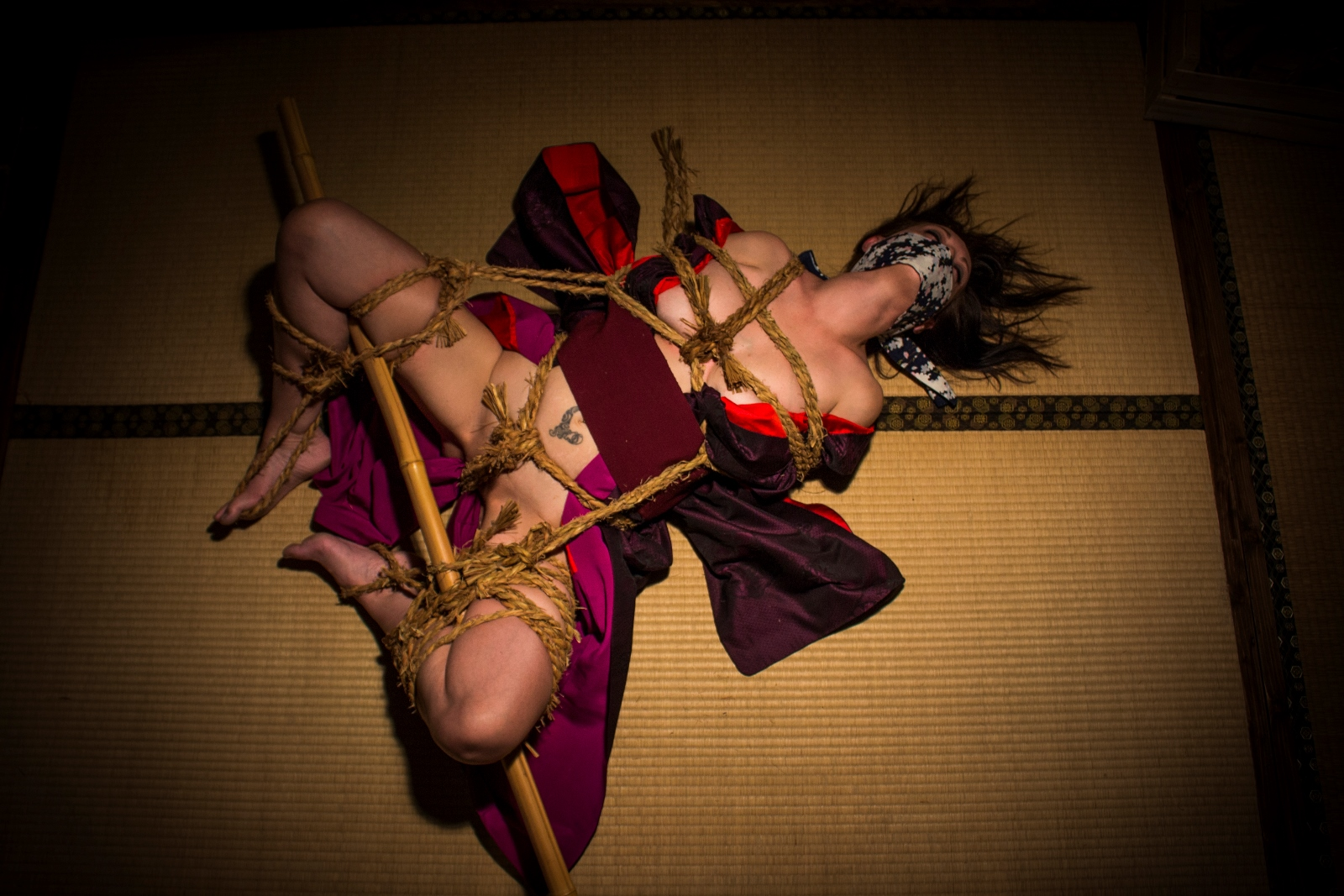 Kinbaku gallery with rice ropes ropesession