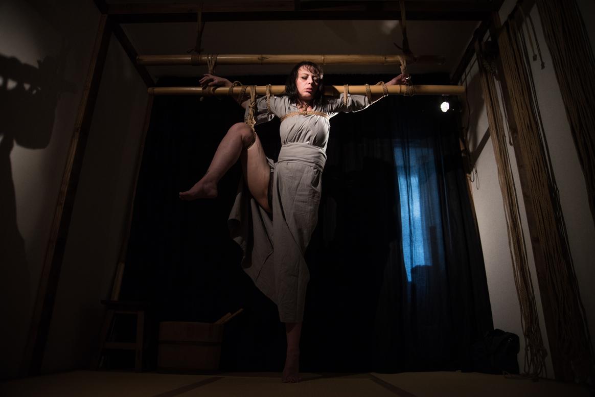Tyka dans les cordes de Naka Akira Photo Erisa Sato 04
